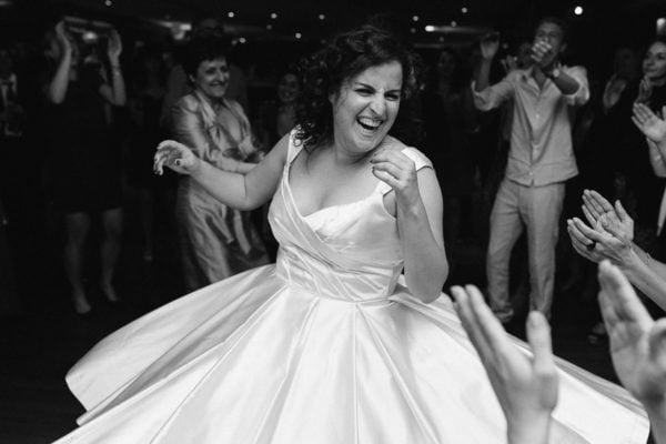 reportage de mariage sur une péniche à Boulogne - photographe de mariage a Issy les Moulineaux