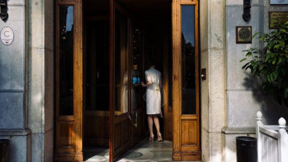 photographe reportage de baptême famille Hotel Napoleon Biarritz Ernestine et sa famille