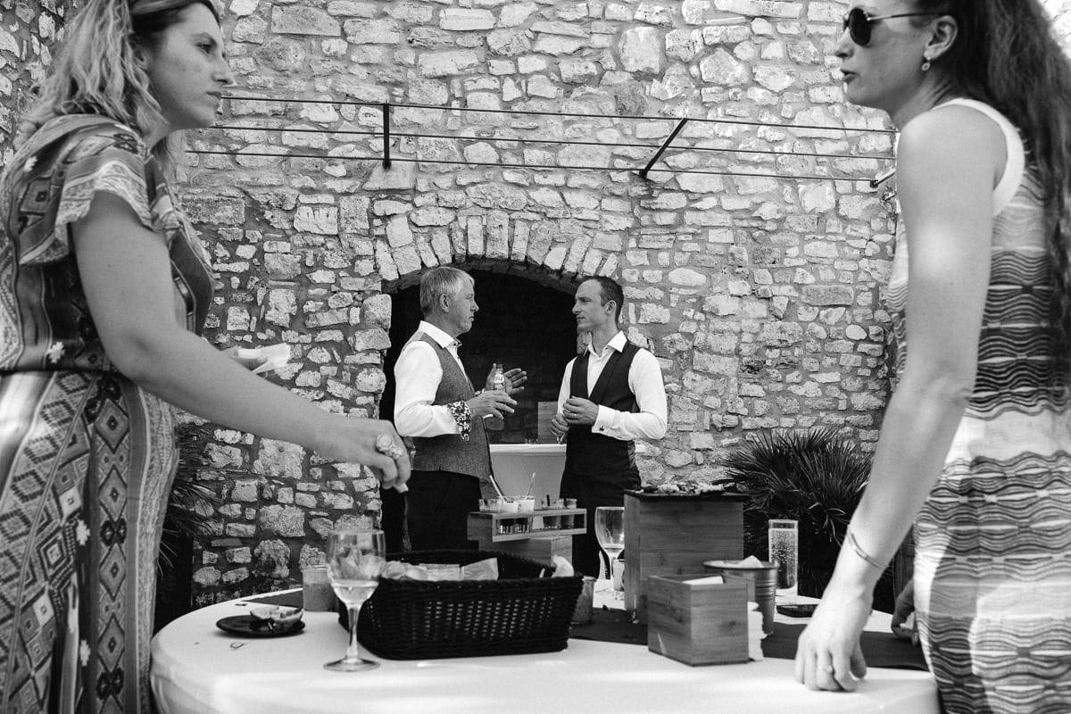 reportage photo de mariage au domaine du Clos d'hullias, dans le gard - Ardèche