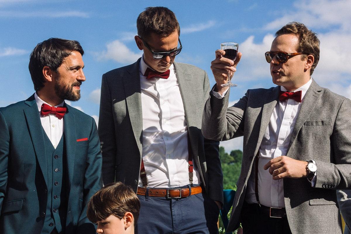 Mariage sur deux jours au Pays Basque - cérémonie laïque au gite au milieu des fougères - les témoins