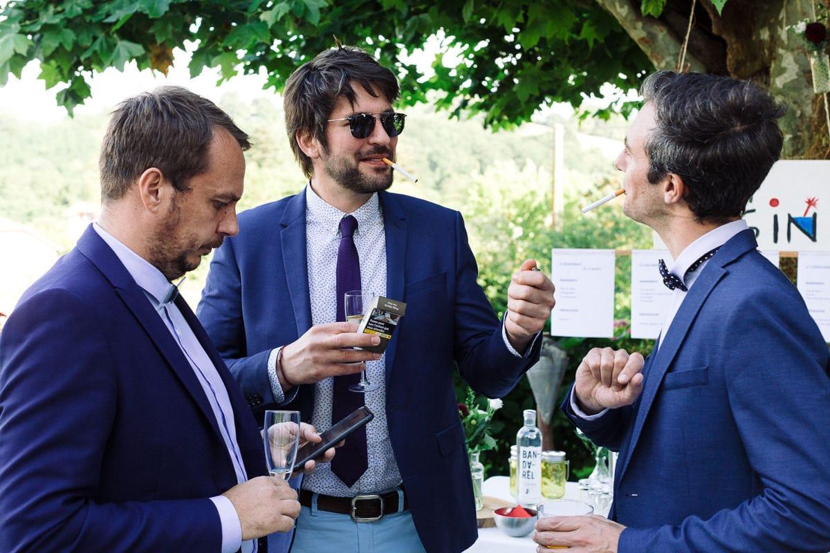 Mariage sur deux jours au Pays Basque - cocktail au gite au milieu des fougères - photo des invités durant le cocktail