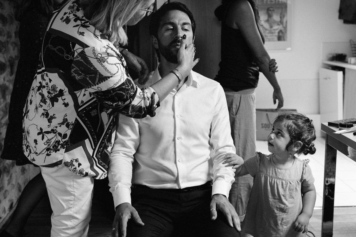 Mariage sur deux jours au Pays Basque - gite au milieu des fougères - préparatifs du marié