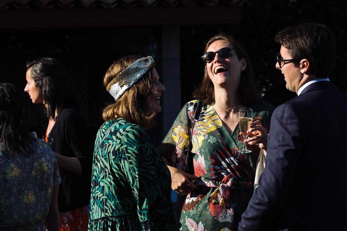 Mariage sur deux jours au Pays Basque - cocktail au gite au milieu des fougères - photo des invités