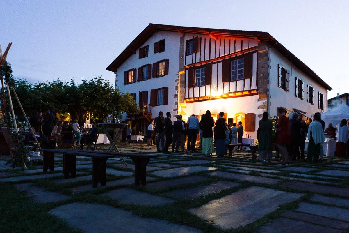 Mariage sur deux jours au Pays Basque - soirée au gite au milieu des fougères