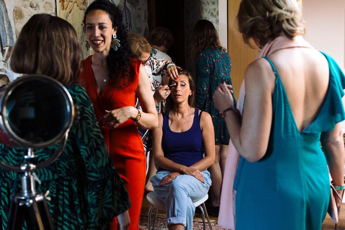 Mariage sur deux jours au Pays Basque - gite au milieu des fougères - maquillage de la mariée