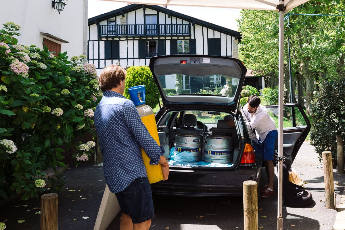 Mariage sur deux jours au Pays Basque - transfert des futs de bière