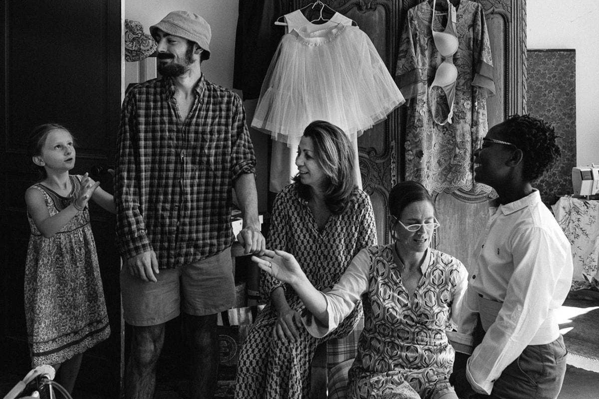 Préparatif des enfants reportage photo de Mariage dans la maison familiale près d'Angoulême