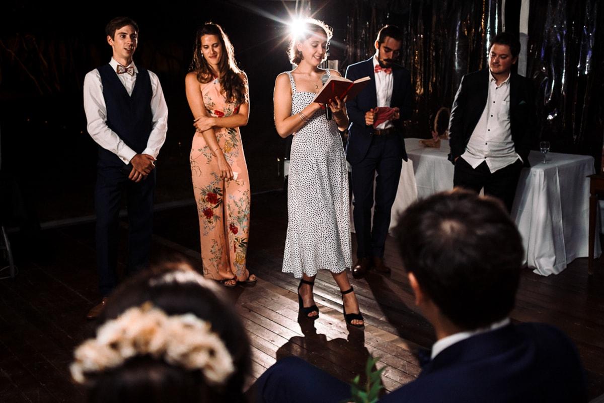 photo du discours des frères et sœurs - Mariage dans la maison familiale près d'angouleme