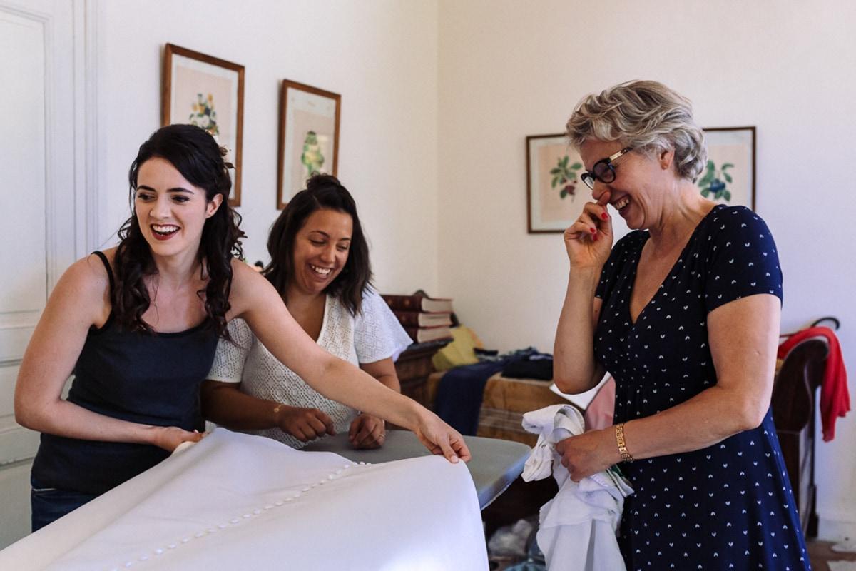 La mariée et sa maman - reportage photo de Mariage dans la maison familiale près d'Angoulême