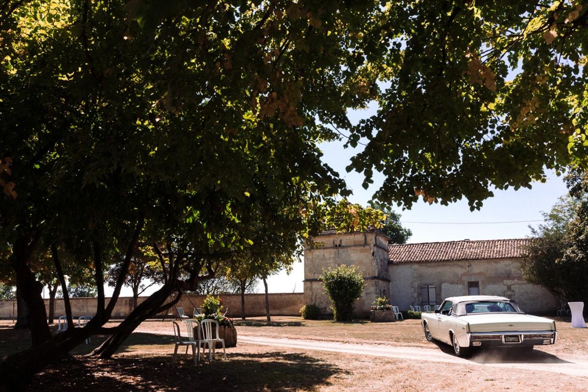 Départ de la voiture des mariés- reportage photo de Mariage dans la maison familiale près d'Angoulême