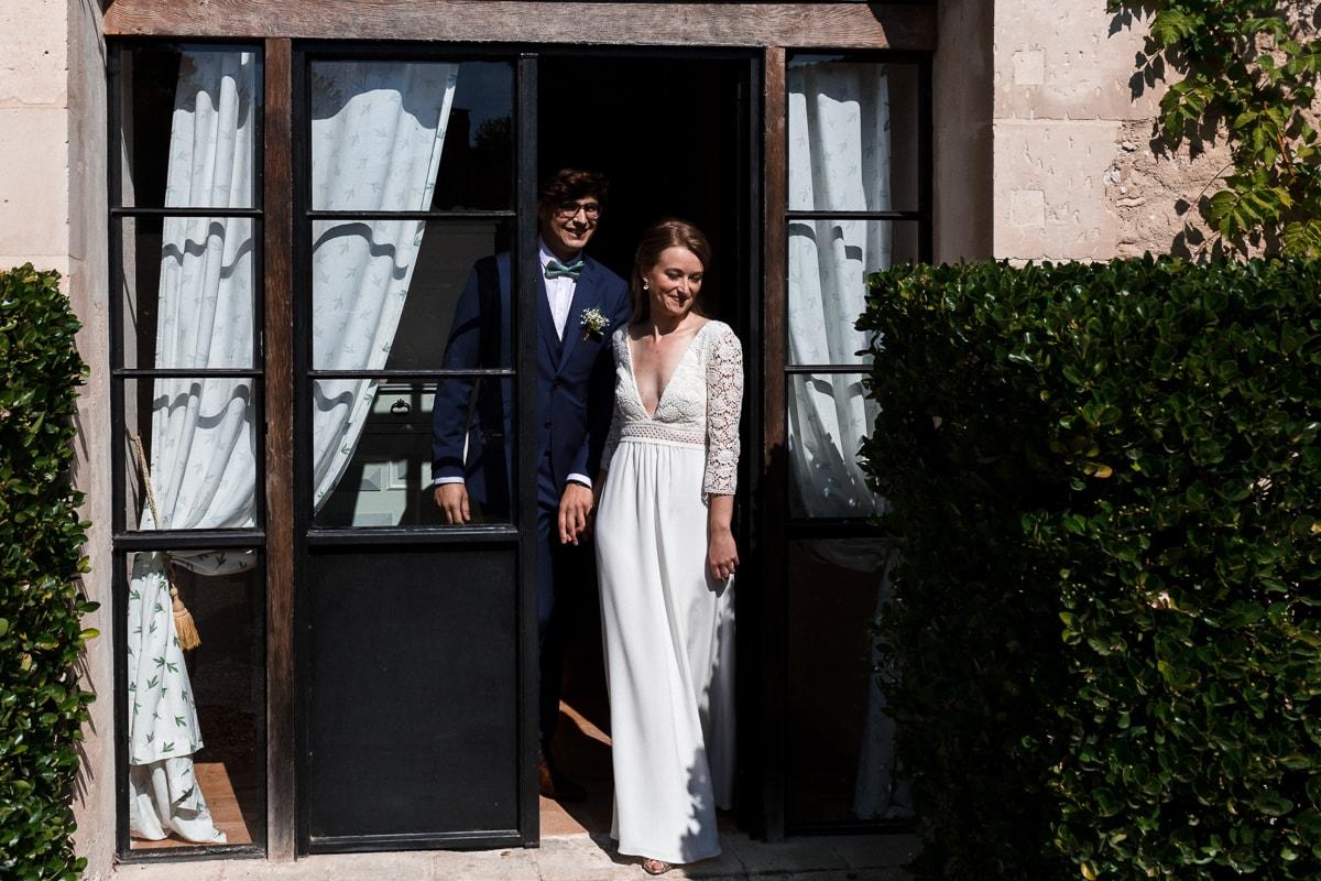 Les mariés partent à mairie - reportage de mariage au Domaine de Verderonne dans l'Oise