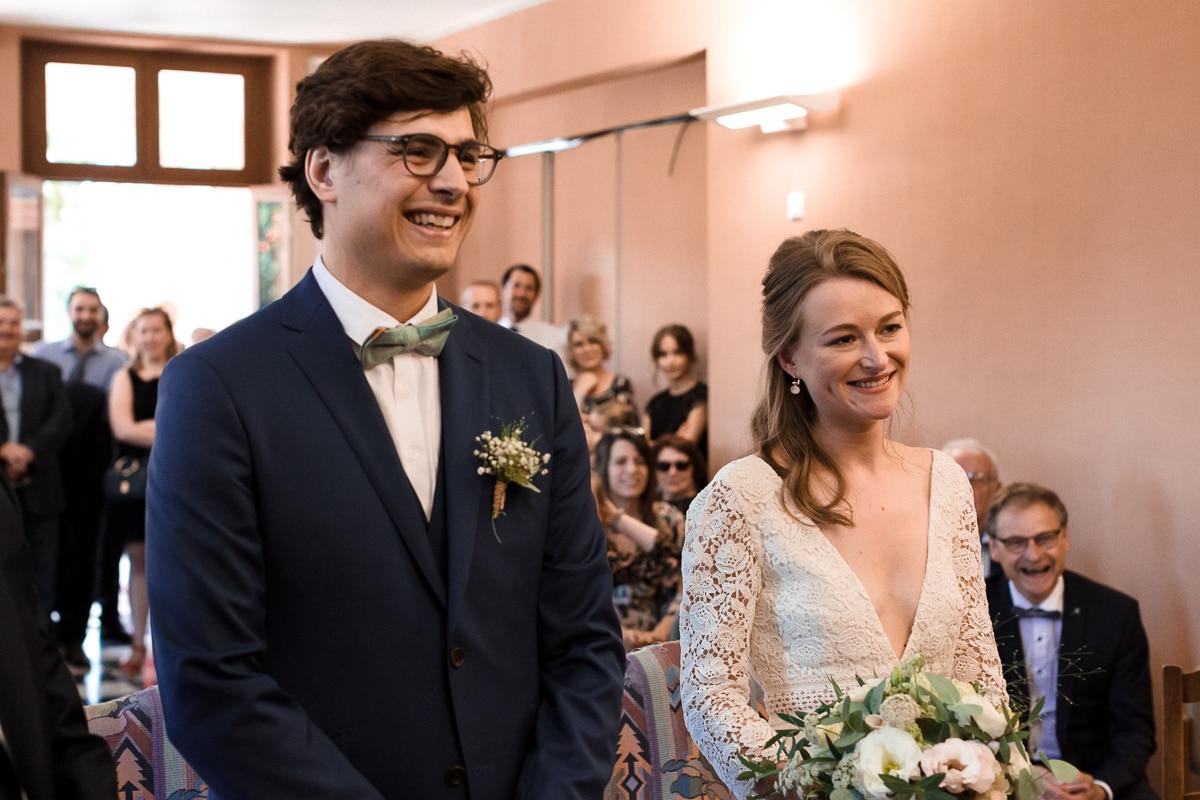 Les mariés à mairie - reportage de mariage au Domaine de Verderonne dans l'Oise