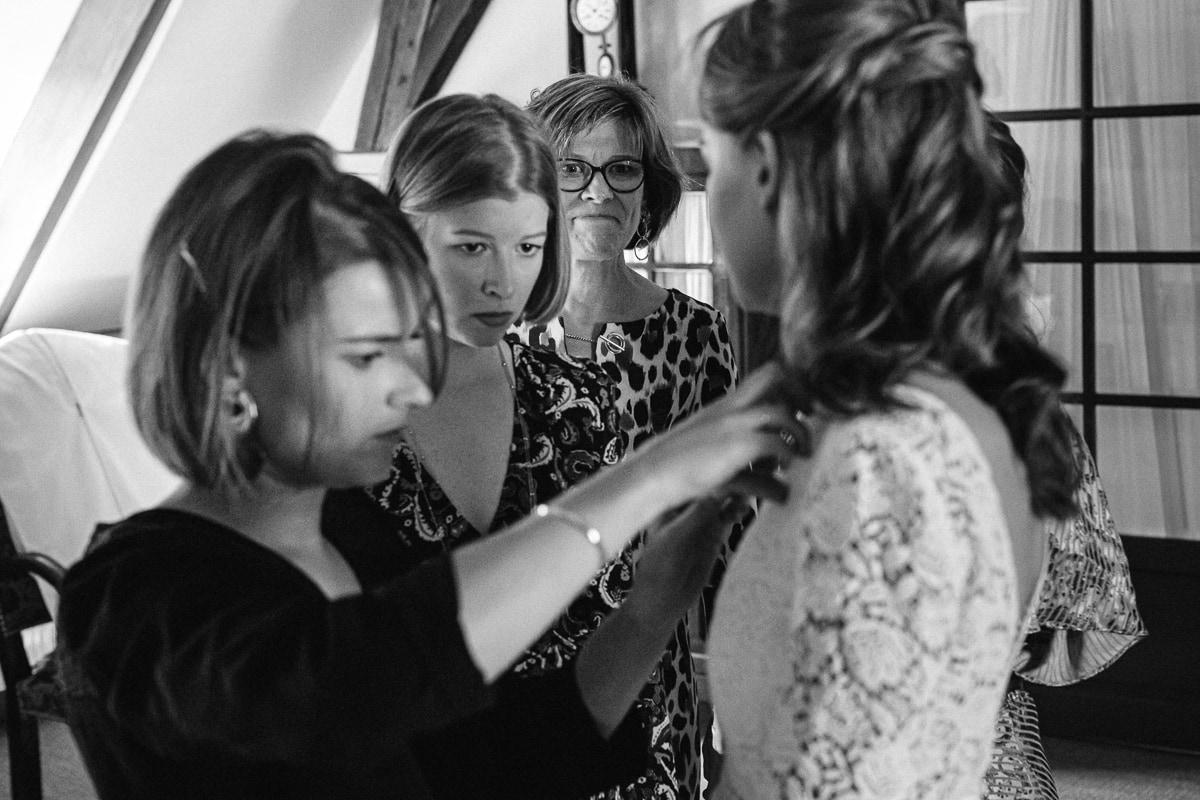 La mariée, ses sœurs et sa mère - reportage de mariage au Domaine de Verderonne dans l'Oise