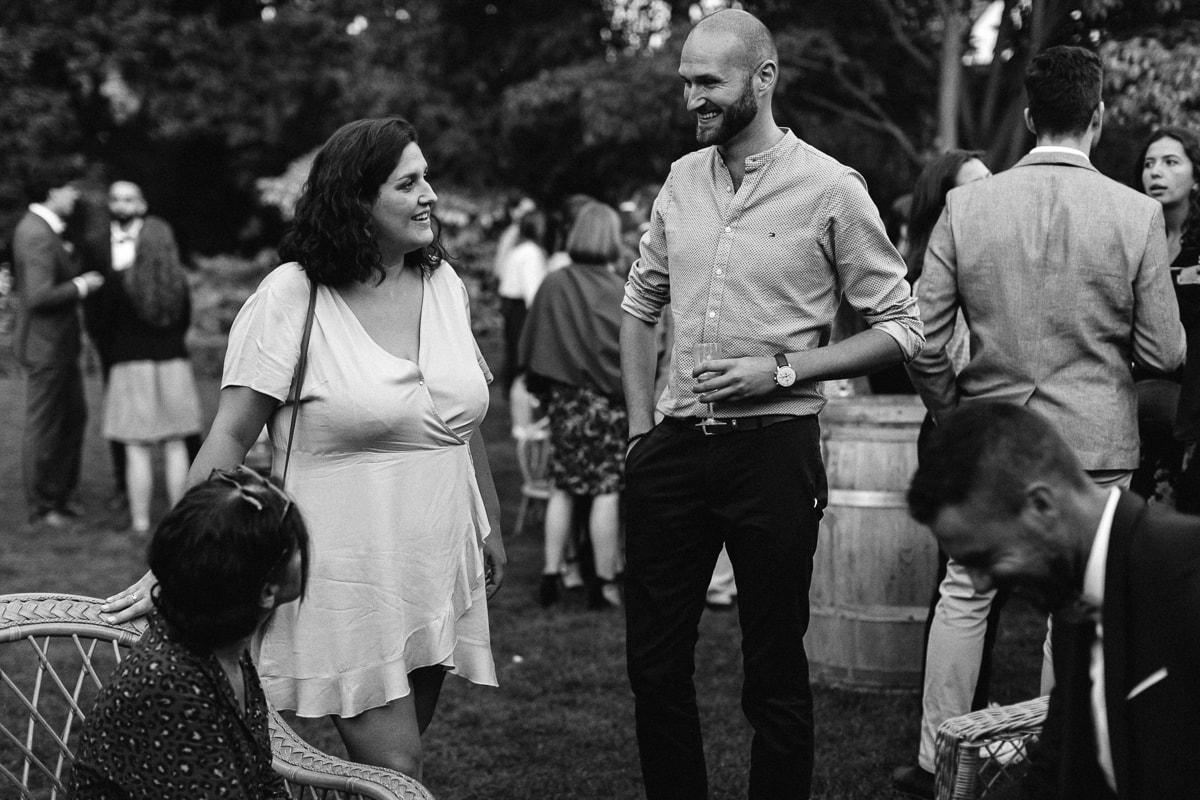 Discussion et détente pendant le cocktail au Domaine de Verderonne