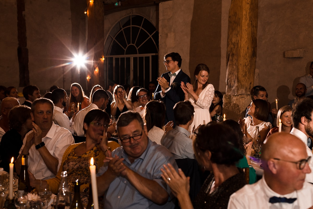 reportage photo de mariage au Domaine de Verderonne, les surprises du diner