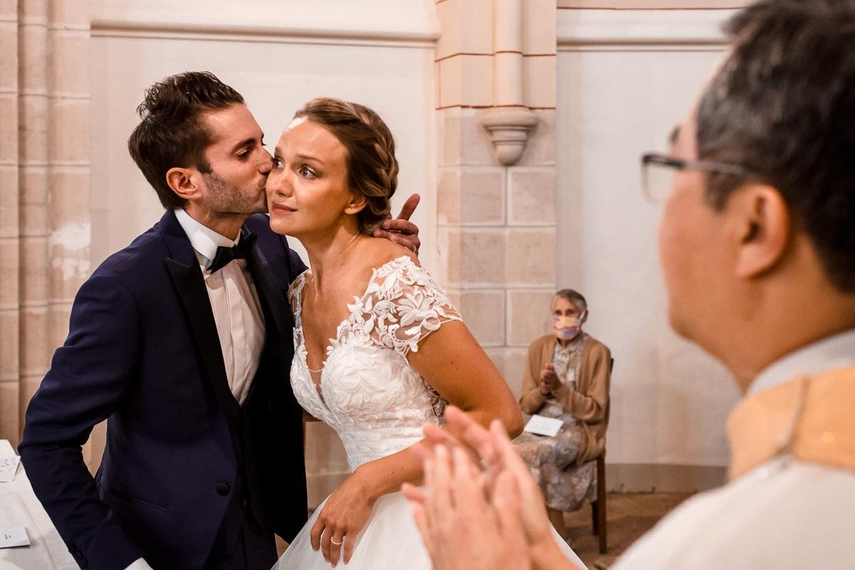 Reportage de mariage pendant la cérémonie, émotion et tendresse