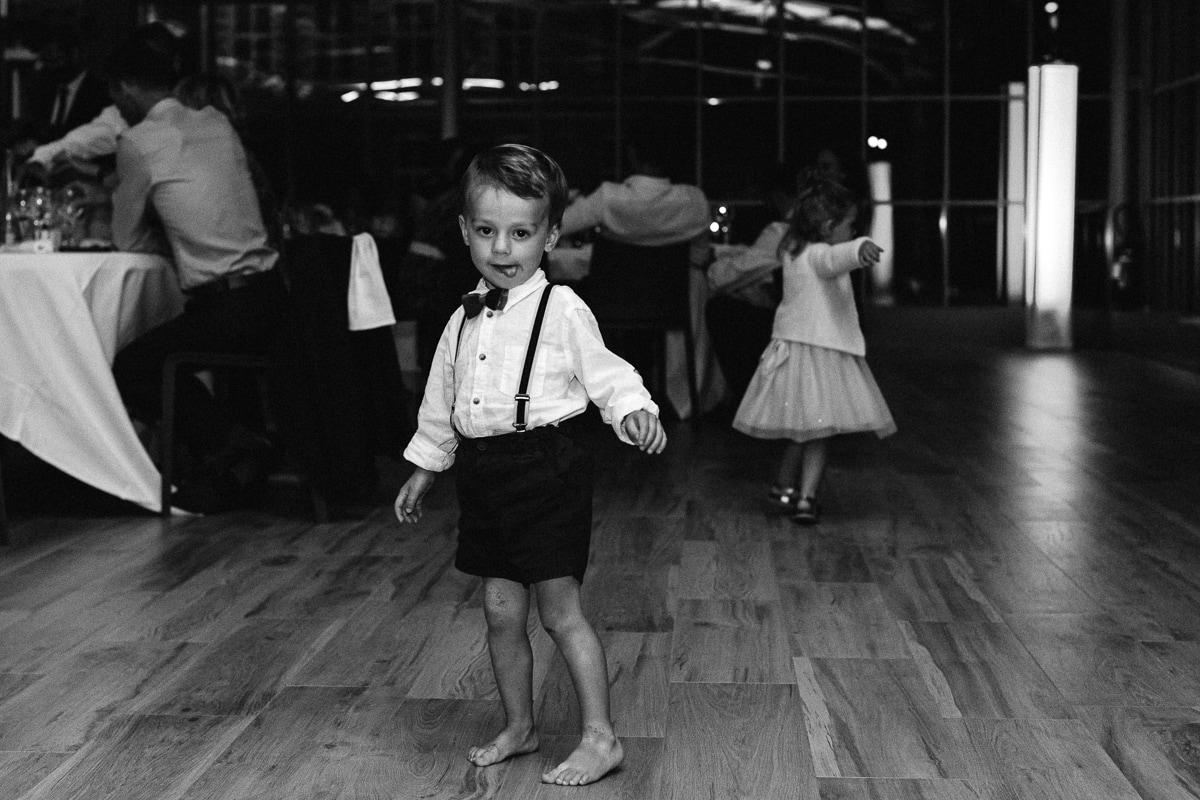Diner de mariage au Château Des Pères, les enfants dansent