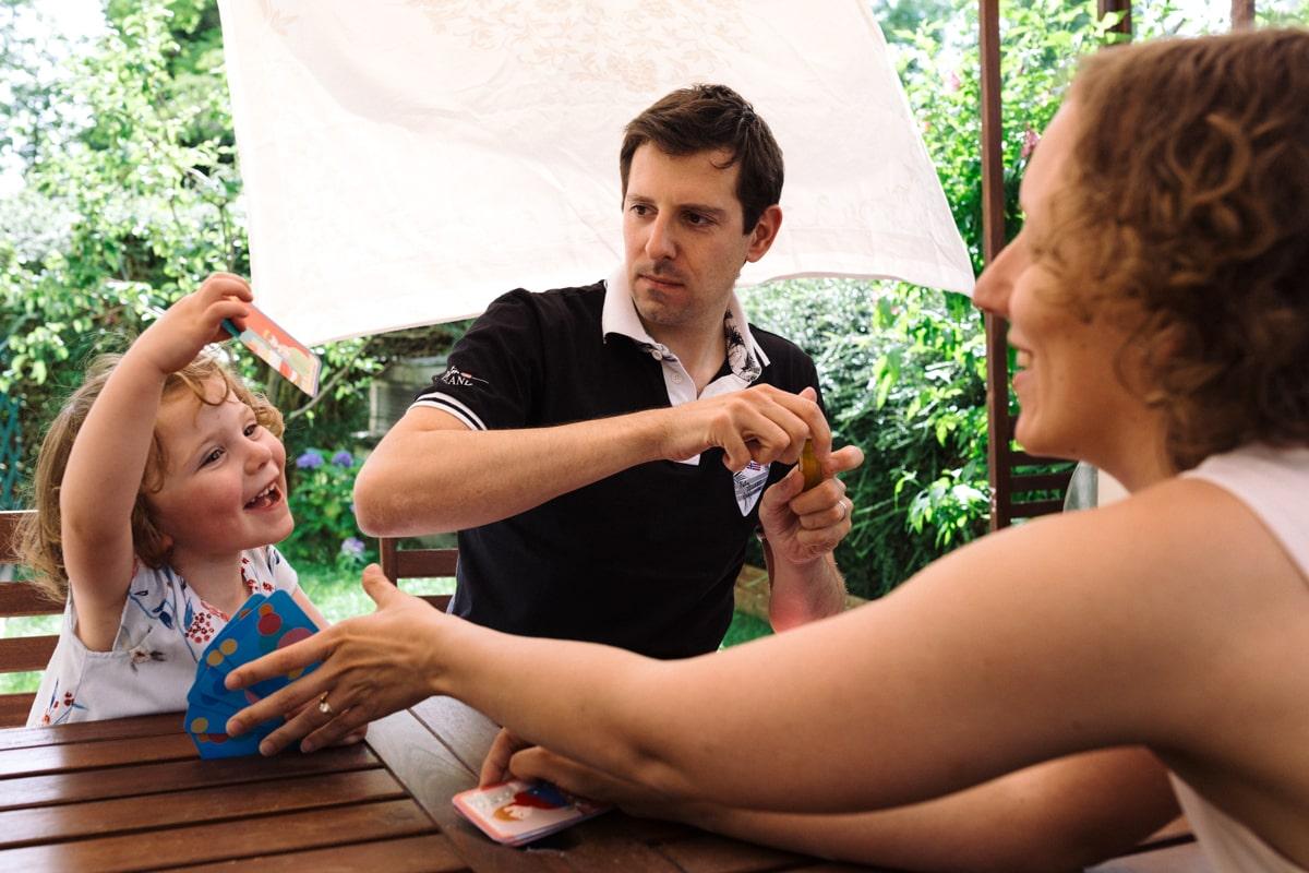 reportage à la maison photo de famille à Rueil Malmaison (92) jeux de cartes