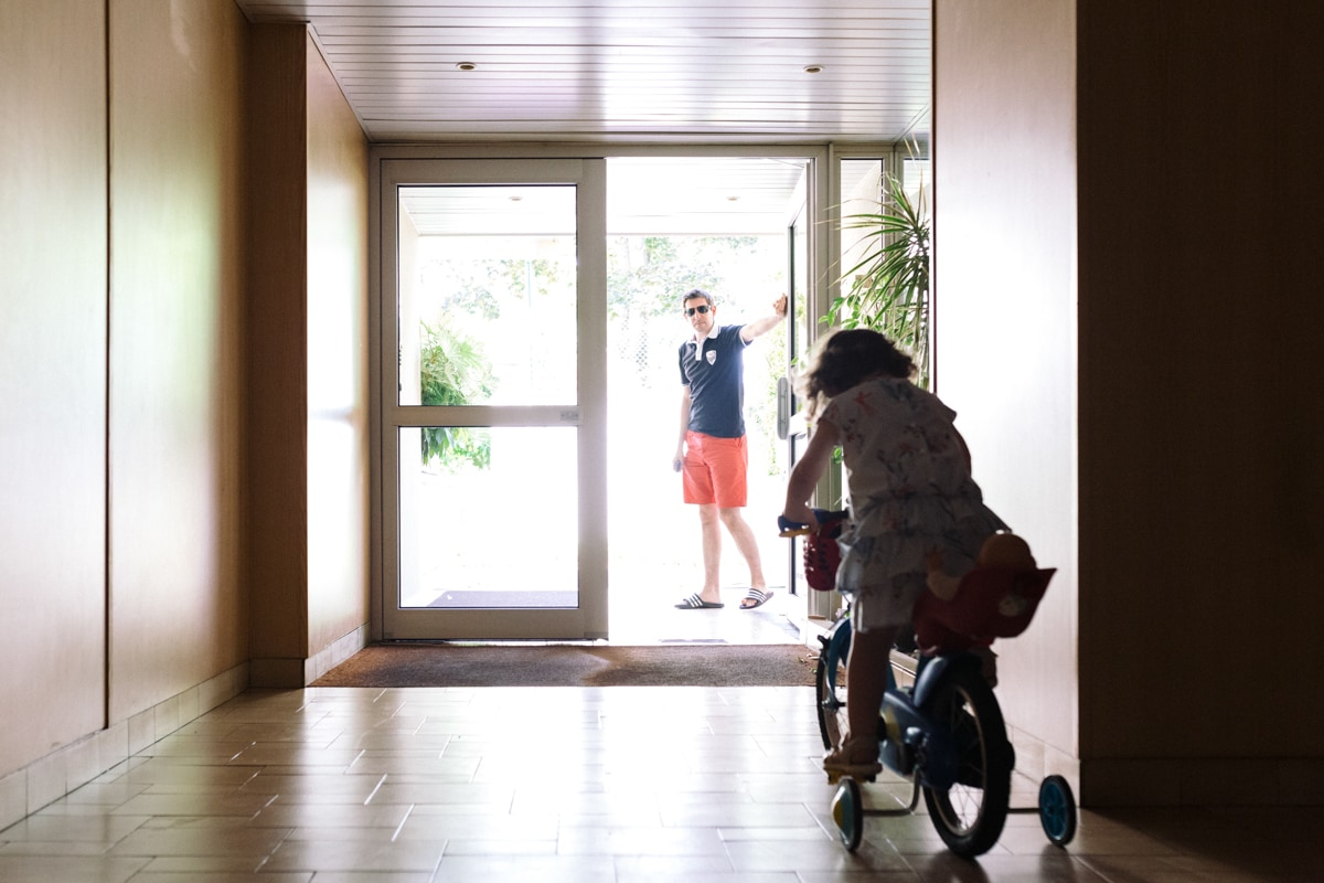 reportage à la maison photo de famille à Rueil Malmaison (92) sortie à vélo