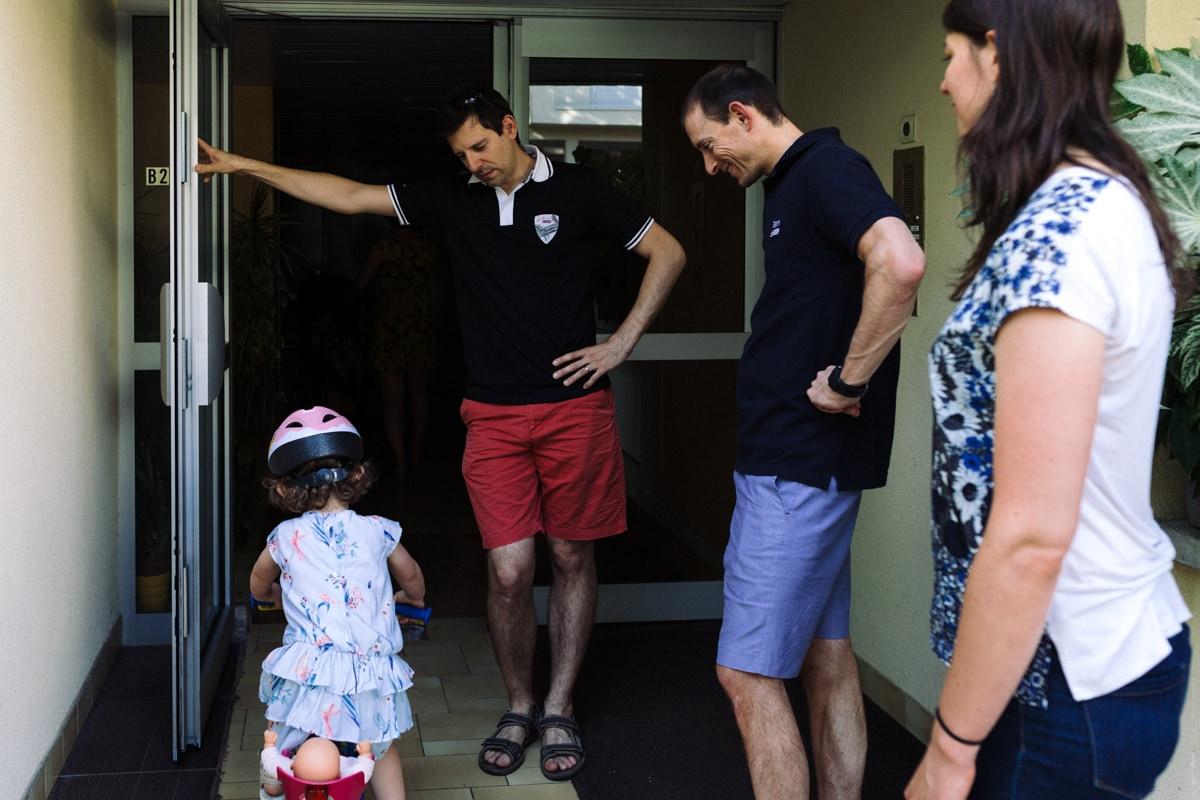 reportage à la maison photo de famille à Rueil Malmaison (92) sortie à vélo en famille