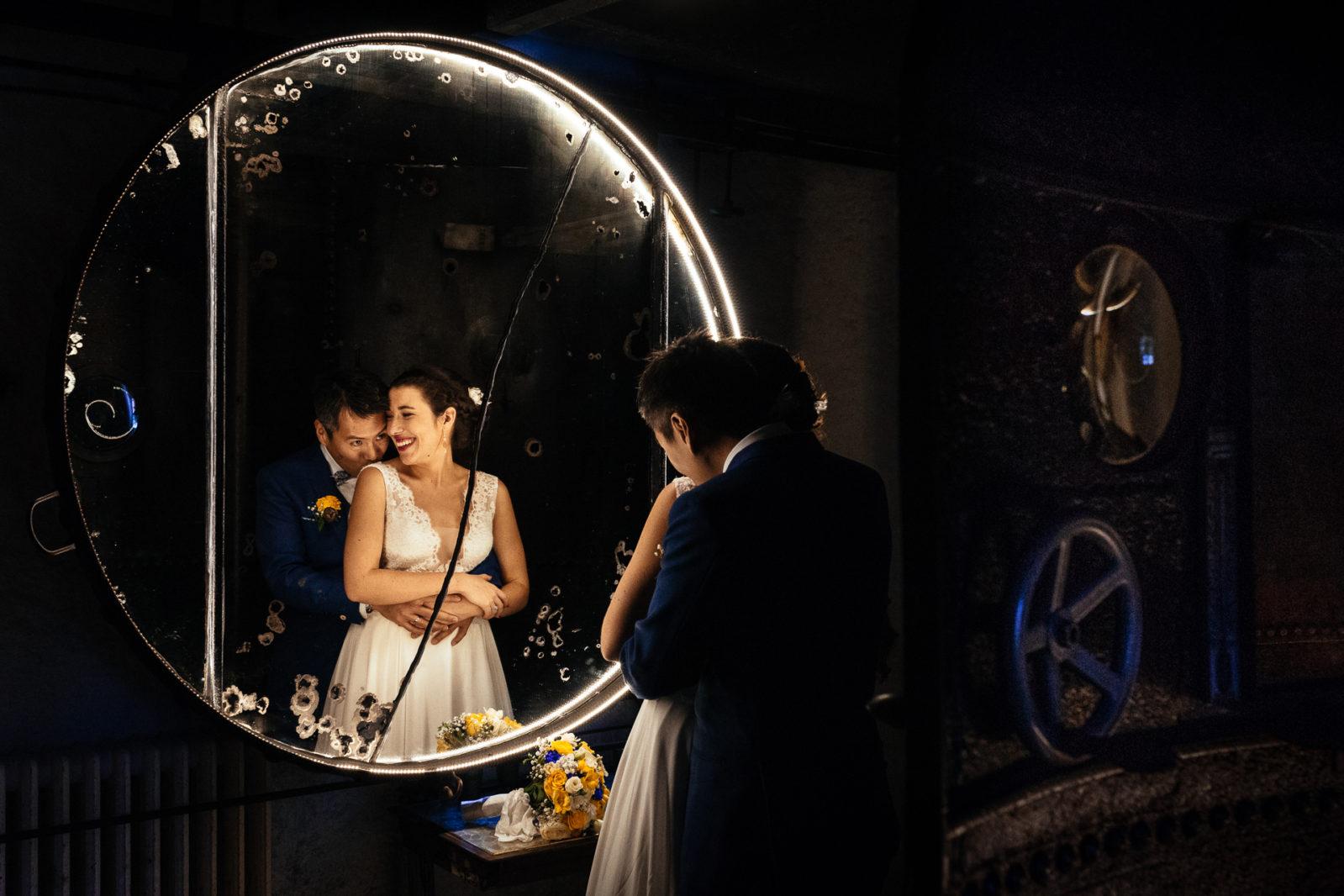 photo de couple aux Bonnes Joies dans le Vexin par Ernestine et sa famille photographe de mariage à l'approche reportage