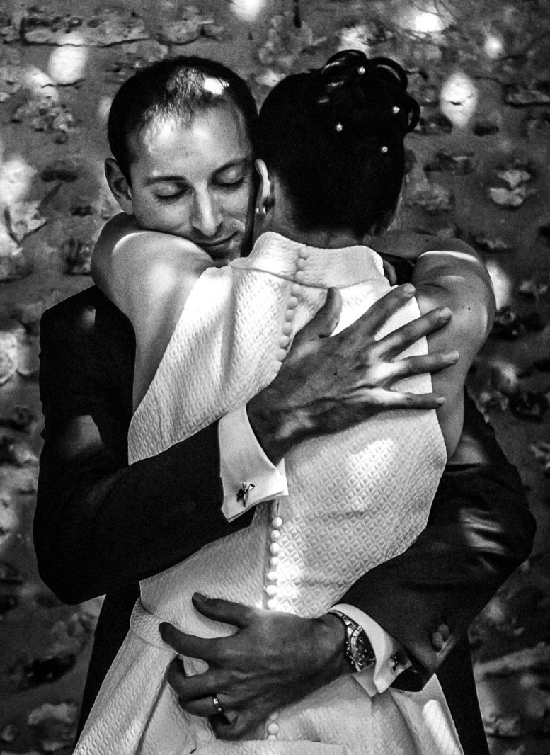 première danse des mariés - photo de mariage au Chesnay - Ernestine et sa famille photographe de mariage à l'approche reportage