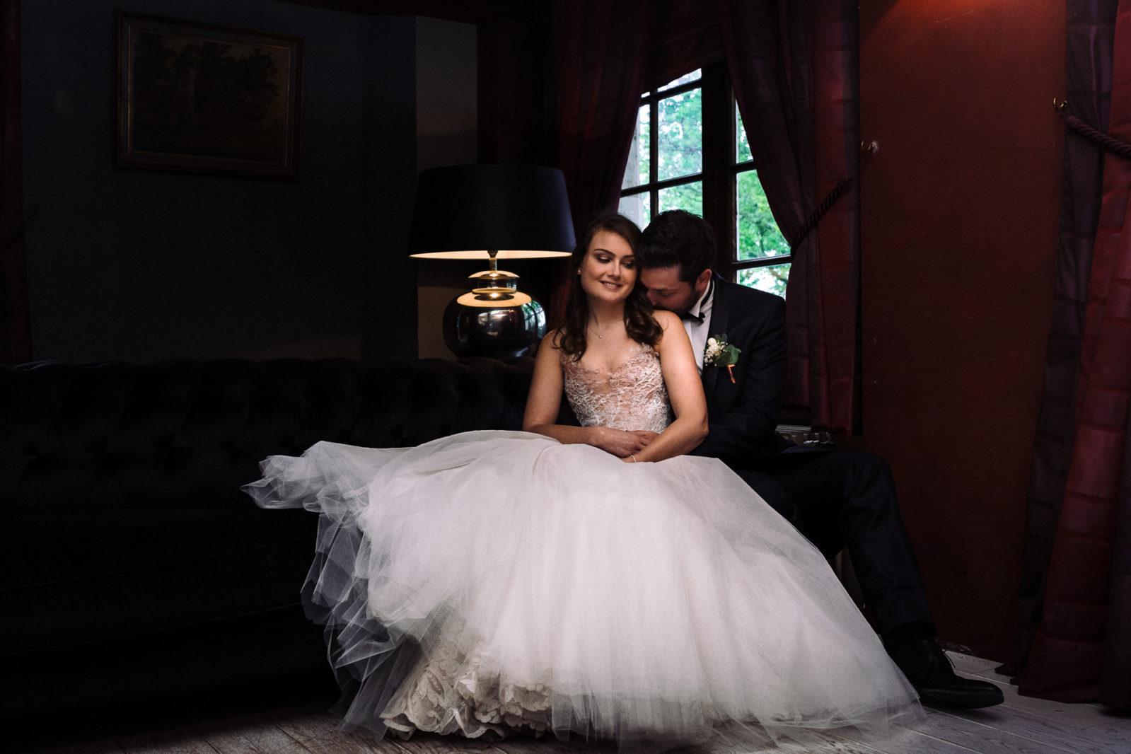 photo de couple - château de Biez (Pecq) - reportage de mariage en Belgique par Ernestine et sa famille, Marine Poron